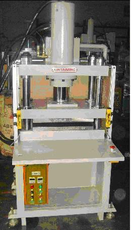 快速液压铆接机_压铸品切边机|IMD热压成型机|油压机|液压机|气动压床|压装机 ...